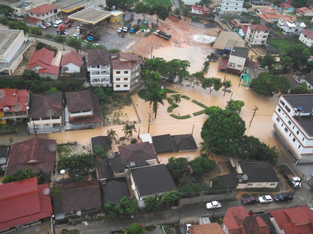 Chuva  desta terça-feira (17) provoca alagamentos em Rio Bananal, Norte do ES.