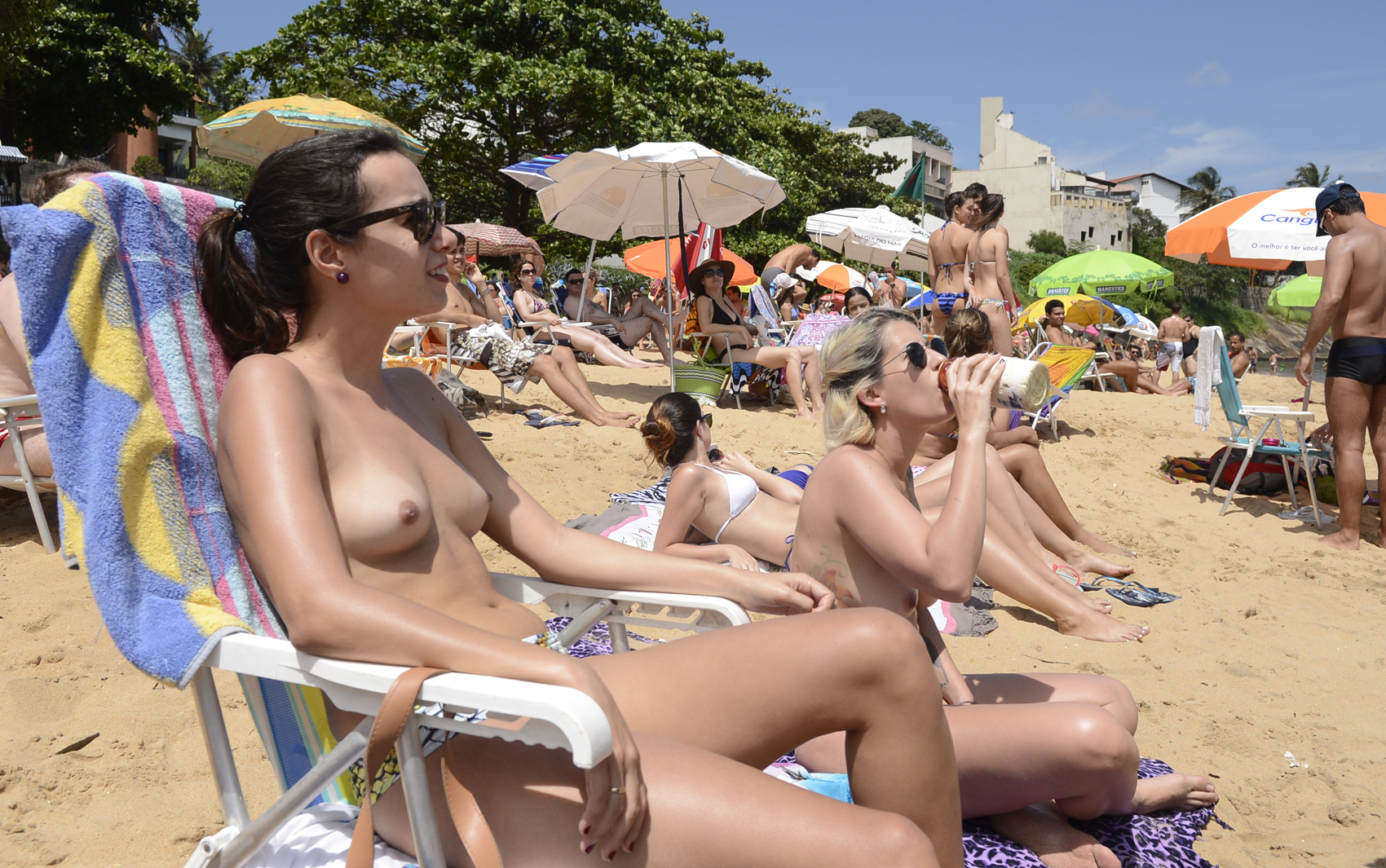velhas lesbicas gajas na praia