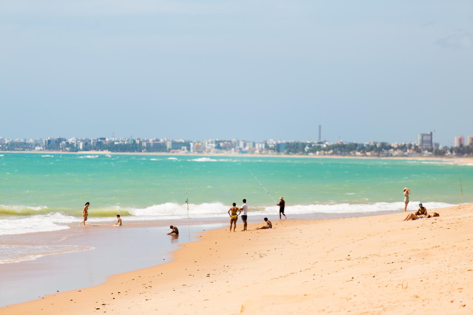 Vista de Maceió a partir da Praia de Guaxuma é digna de cartão postal.