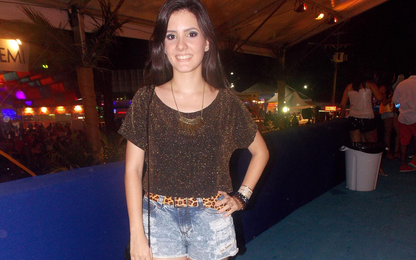O G1 convidou a consultora de moda Amanda Dragone para conferir os looks escolhidos pelas mulheres e homens na noite desta quinta-feira, em Salvador. Confira nas próximas fotos o que diz a especialista sobre os estilos de cada um.