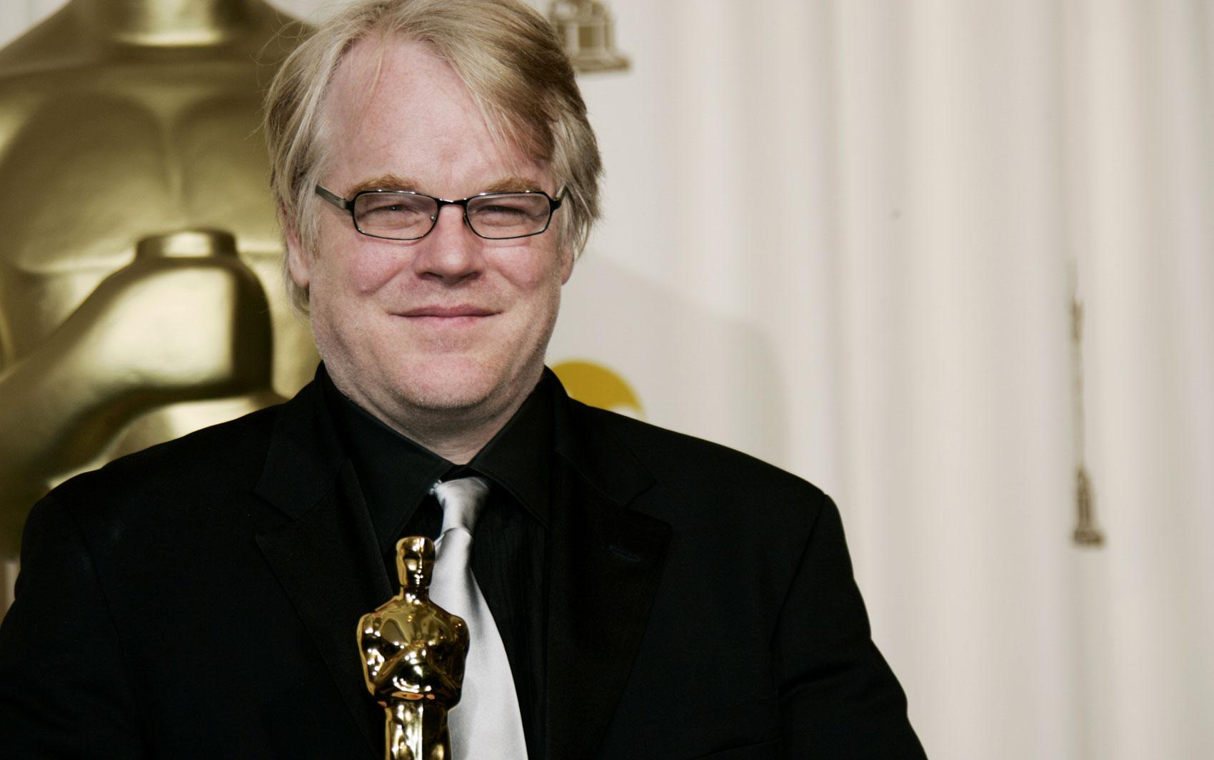 O ator Philip Seymour Hoffman durante a premiação do Oscar em 2006 em que levou a estatueta pela interpretação em 'Capote'.