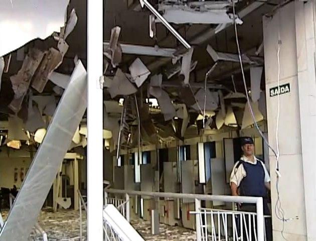 Explosão a caixa eletrônico na instituição financeira Mercantil do Brasil no Centro de Uberlândia