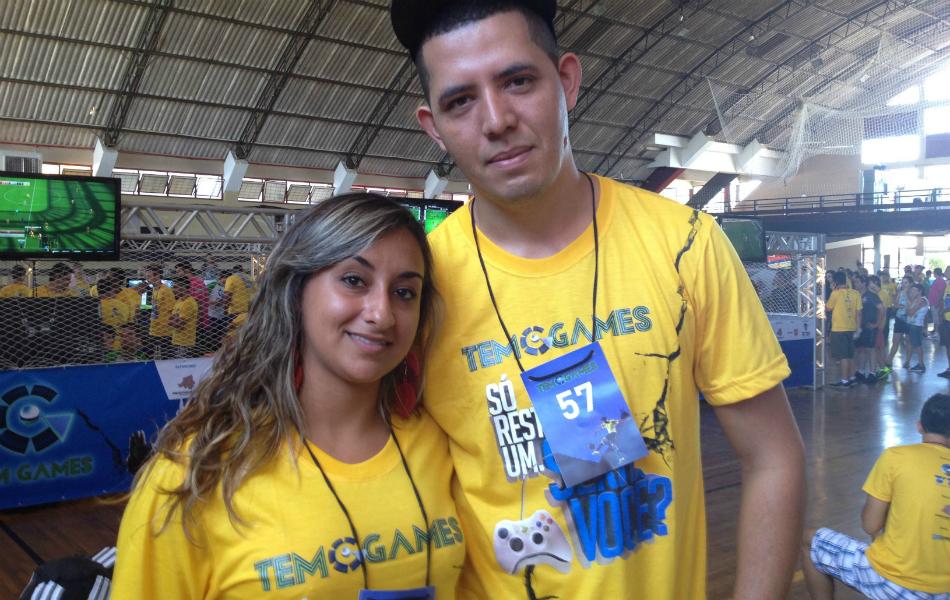 Daiane, única mulher inscrita no TEM Games 2014, ao lado do marido