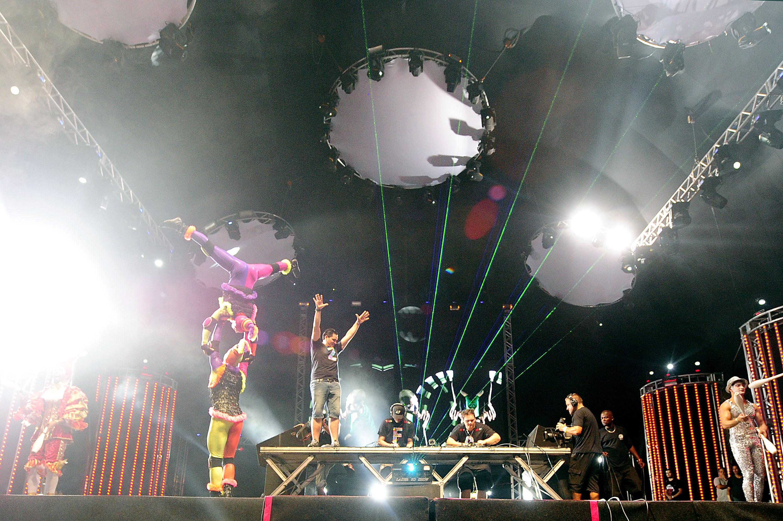 Grupo Tholl no palco central do Planeta Atlântida RS