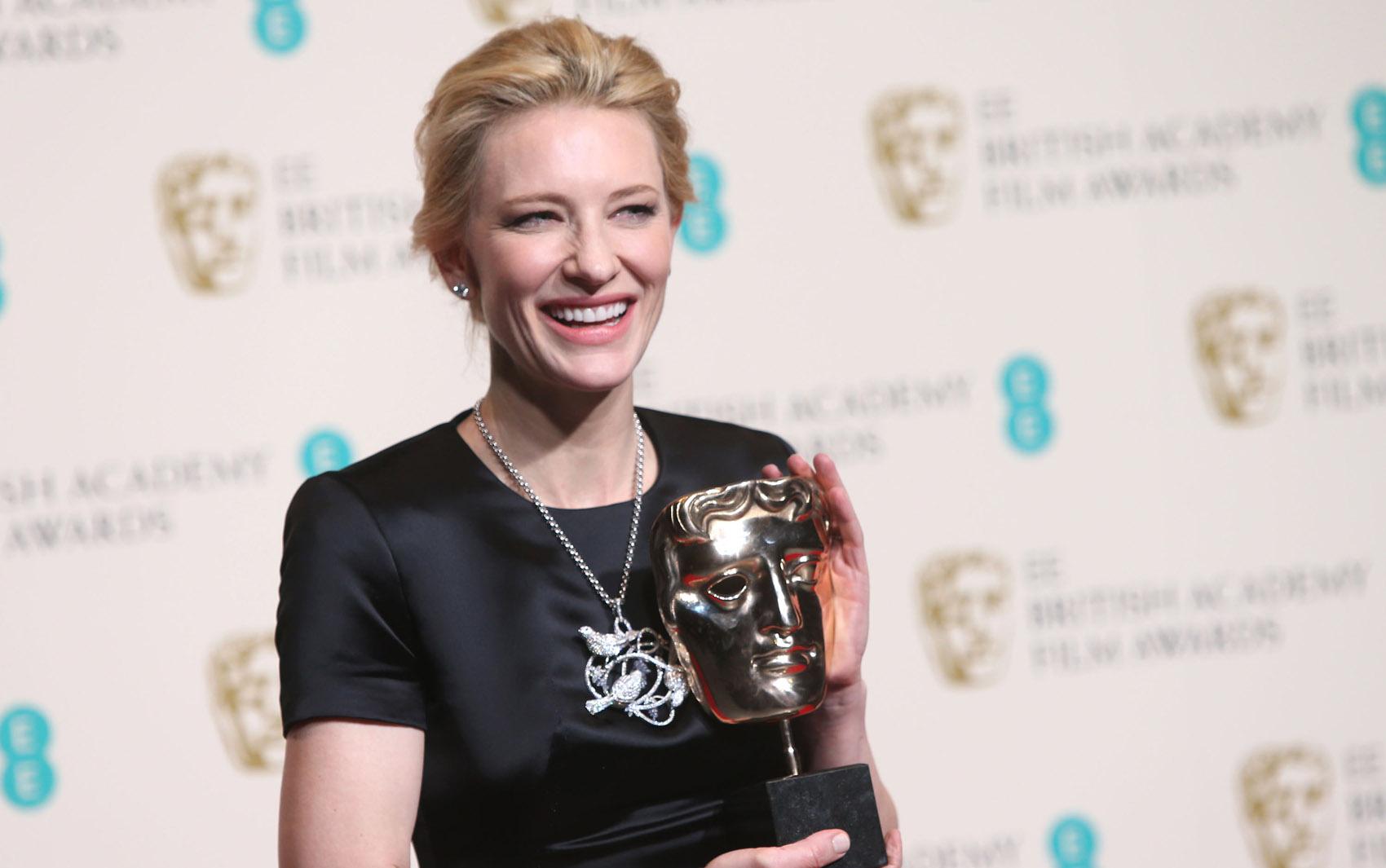Cate Blanchett segura prêmio de melhor atriz, por 'Blue Jasmine'