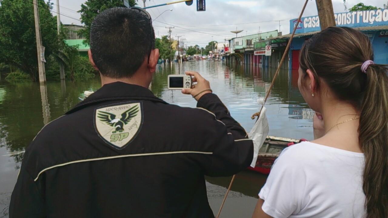 Turistas registram rua alagada no Bairro Baixa da União