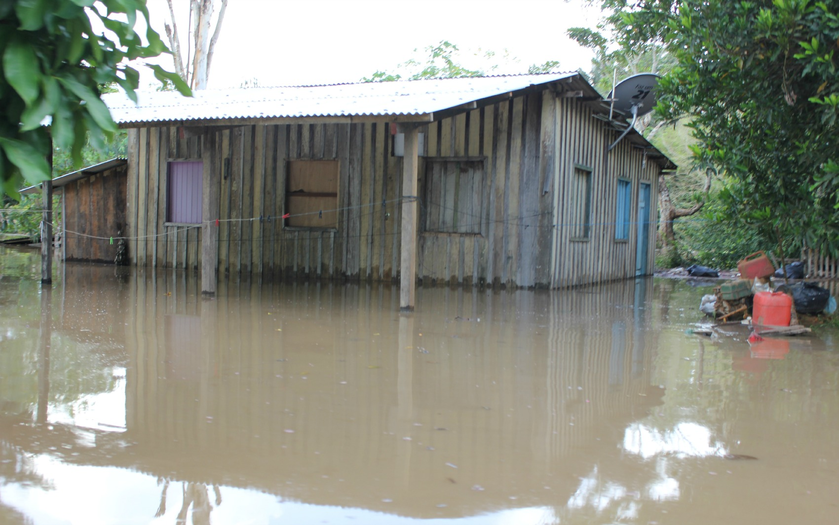 Casa tomada pela enchente em Porto Velho