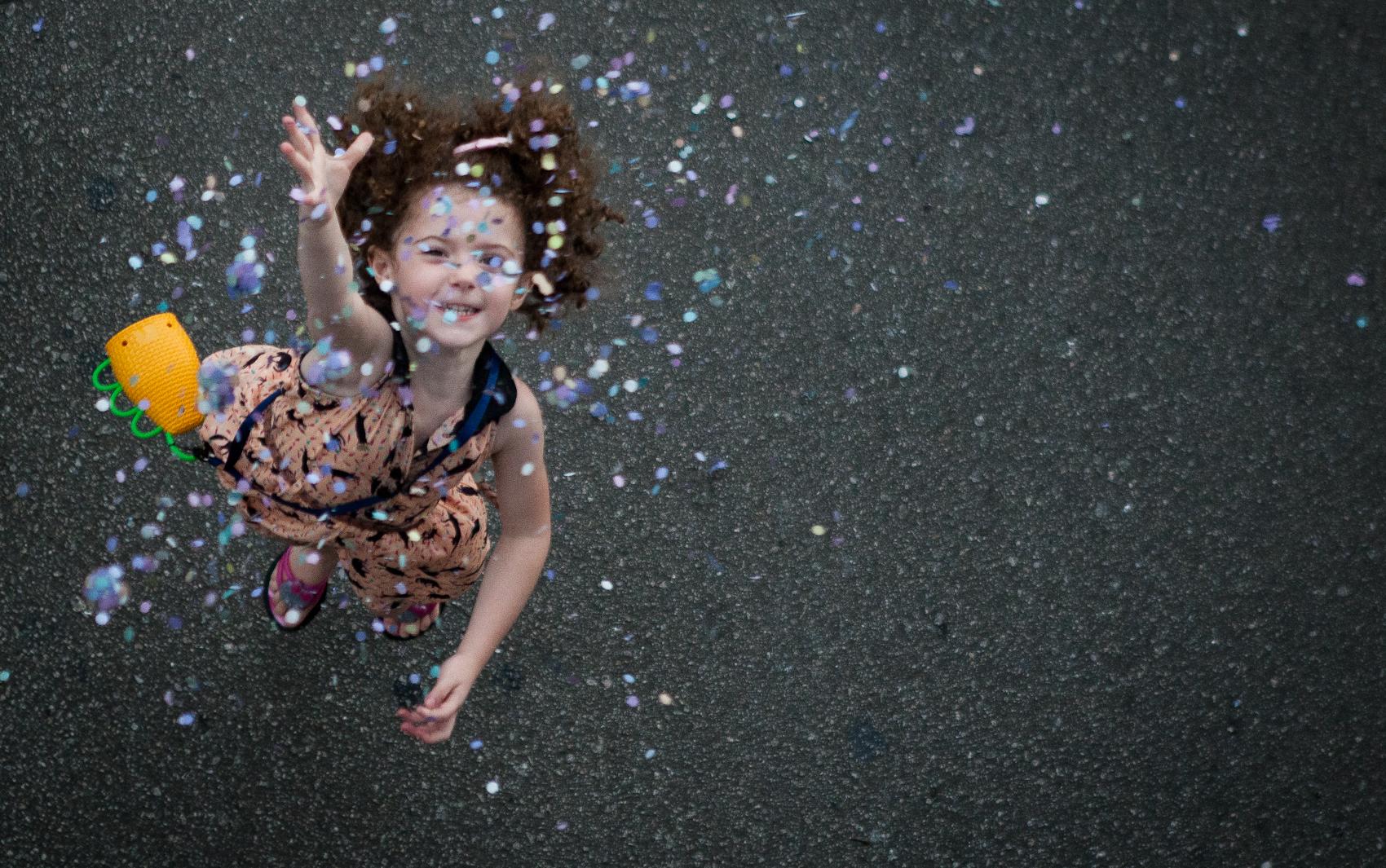 Garota se diverte no bloco Gueri-Gueri em São Paulo