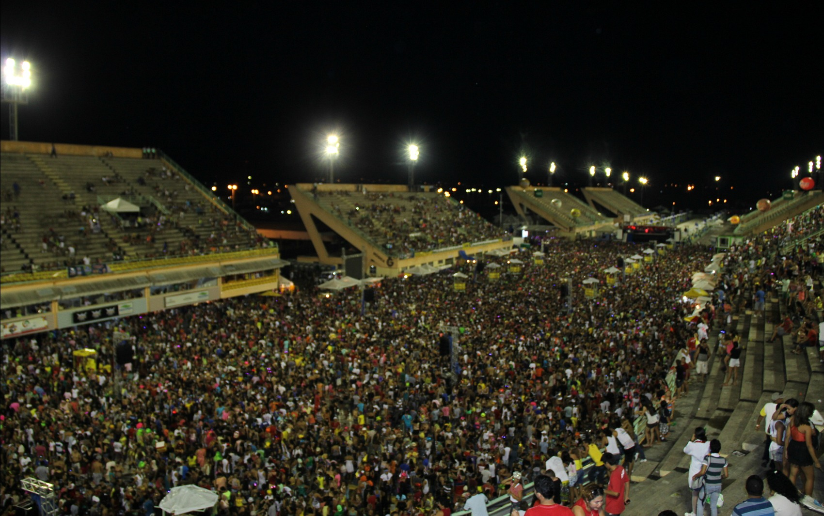 Sambódromo de Manaus lotou na noite deste domingo (2)
