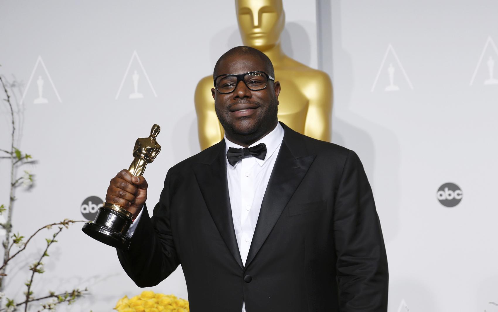 Steve McQueen ganha o Oscar de Melhor Filme por '12 anos de escravidão'.