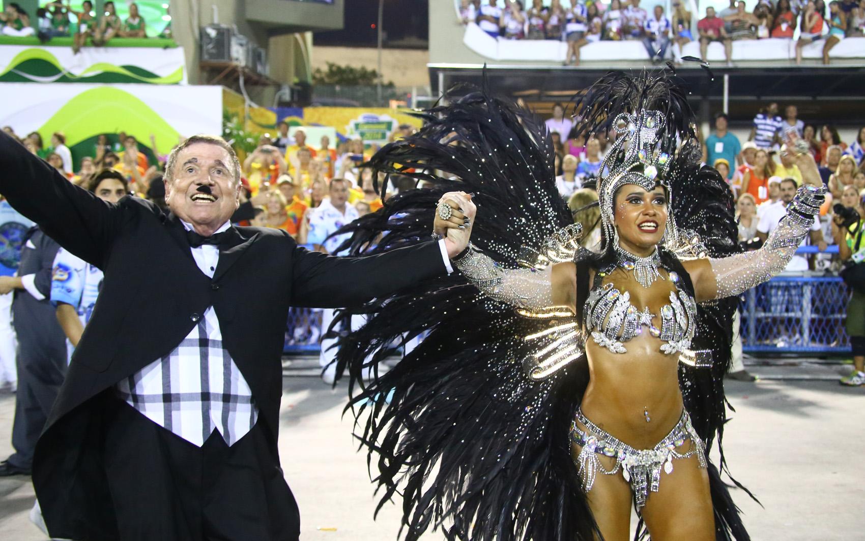 José Bonifácio de Oliveira Sobrinho, o Boni, empresário e diretor de TV, foi homenageado pela Beija-Flor em seu desfile