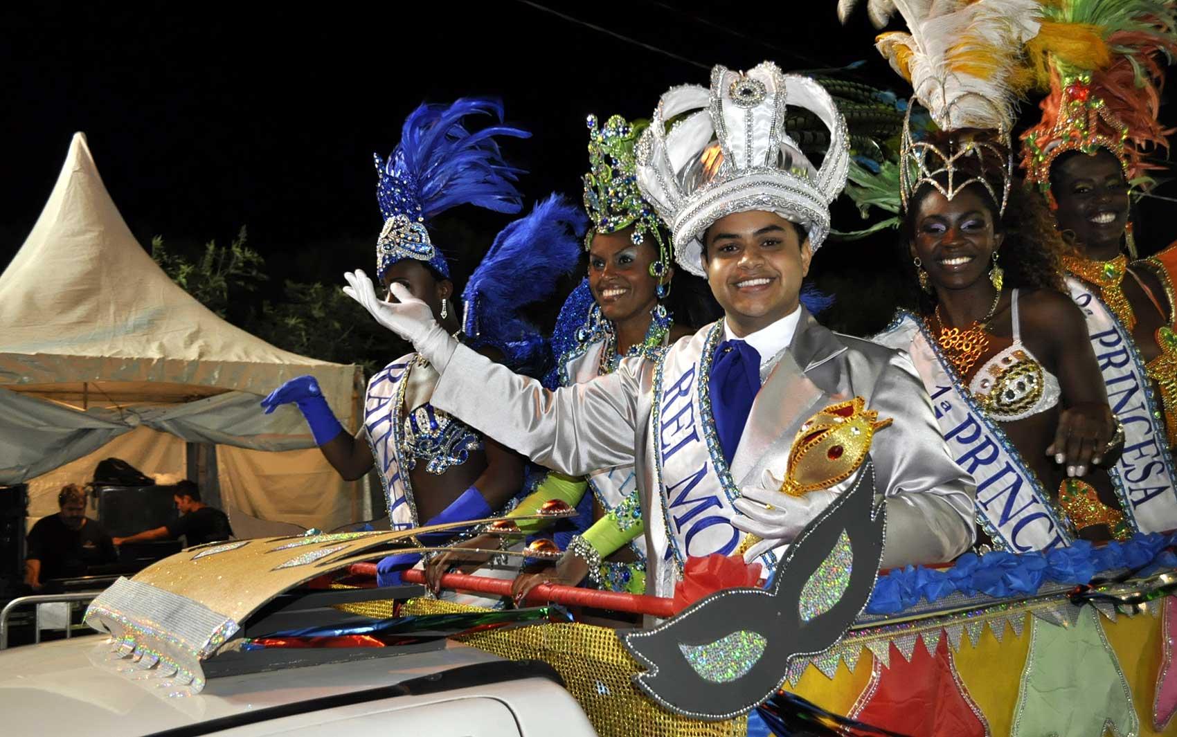 Rei Momo abre programação de desfiles do sambódromo em Campinas (SP) do carnaval 2014