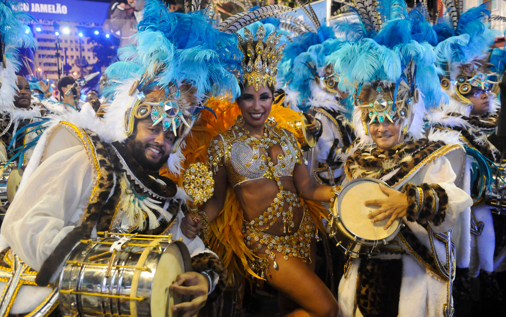 A rainha de bateria Patricia Nery mostra requebrado durante desfile da Portela