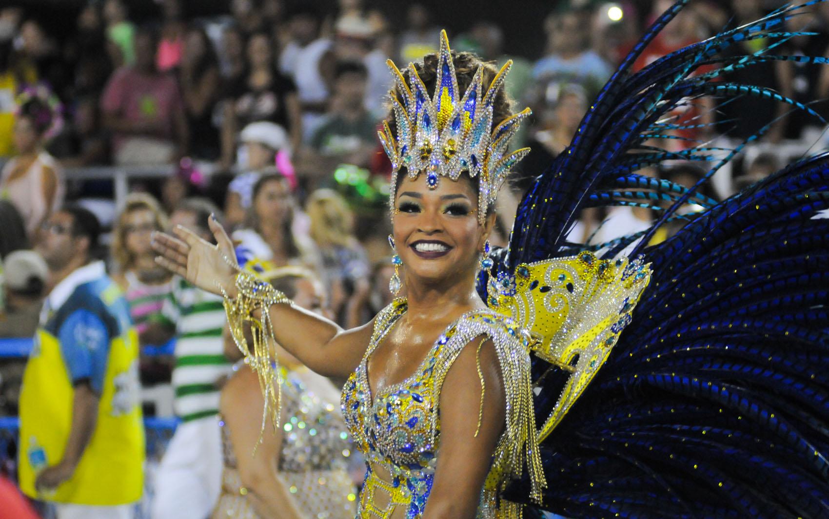 Juliana Alves, rainha de bateria da Unidos da Tijuca, desfila na Sapucaí.