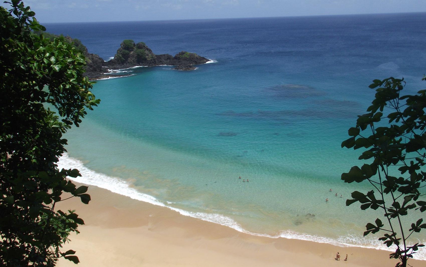 Baía do Sancho, em Fernando de Noronha, foi eleita a mais bonita do mundo por internautas do mundo inteiro.