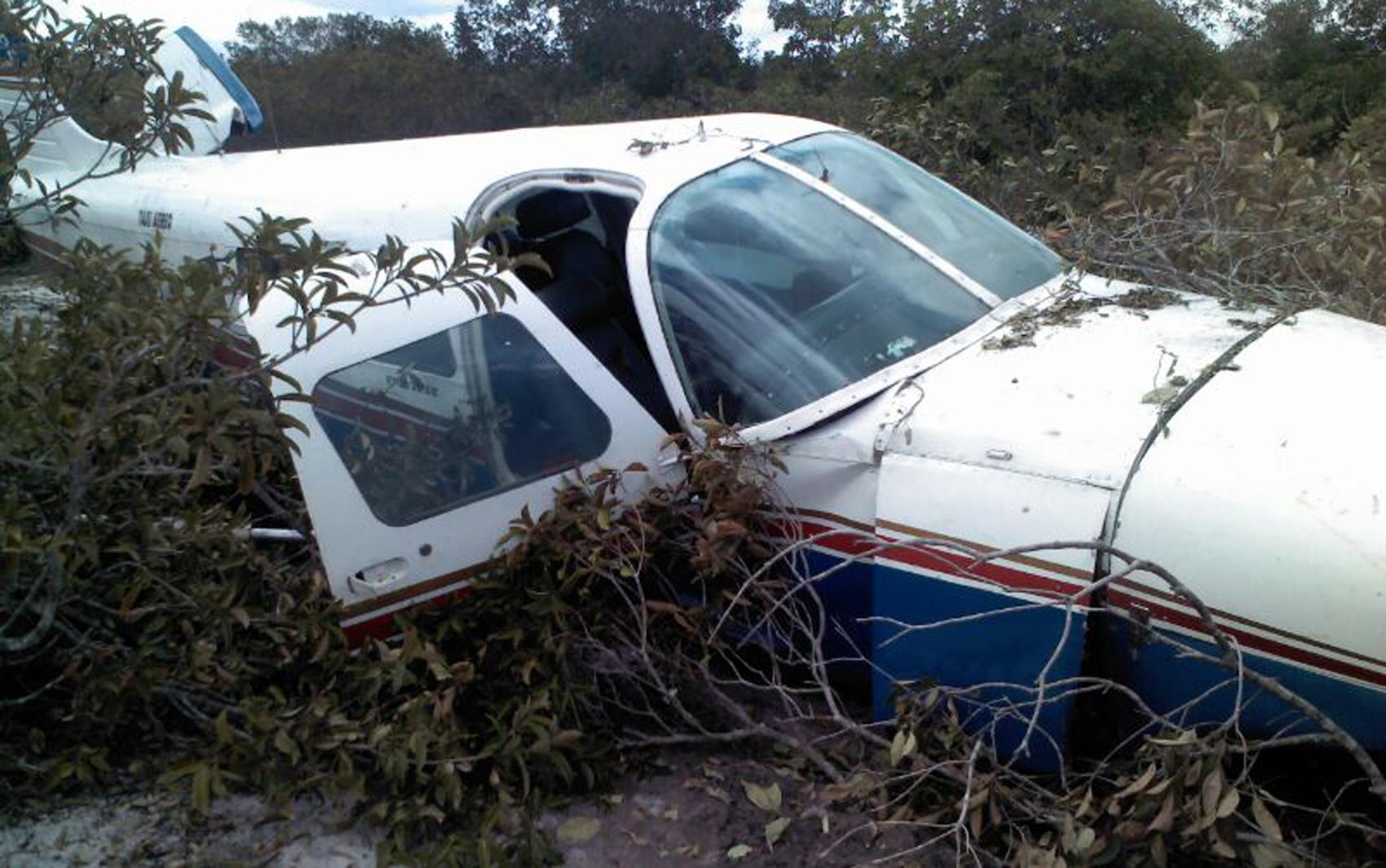 Avião faz pouso forçado e deixa seis feridos na cidade de Humberto de Campos