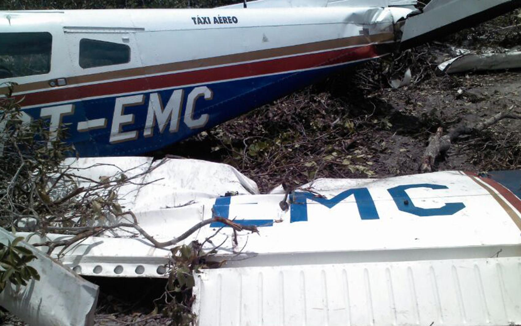 Avião ficou bastante danificado após pouso forçado