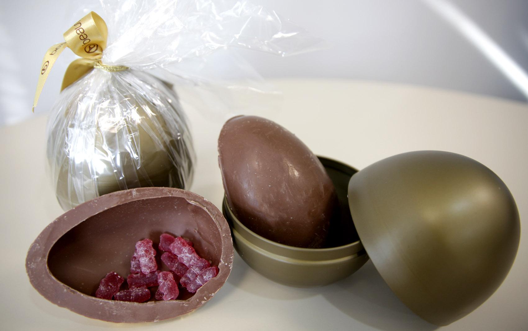 Uma opção para quem não pode consumir chocolates tradicionais é o  Chocobeauty, da Beauty'in.  O ovo de 190 gramas é feito de chocolate com 0% de adição de açúcar, sem glúten, com fibras e colágeno na formulação. Preço: R$ 55