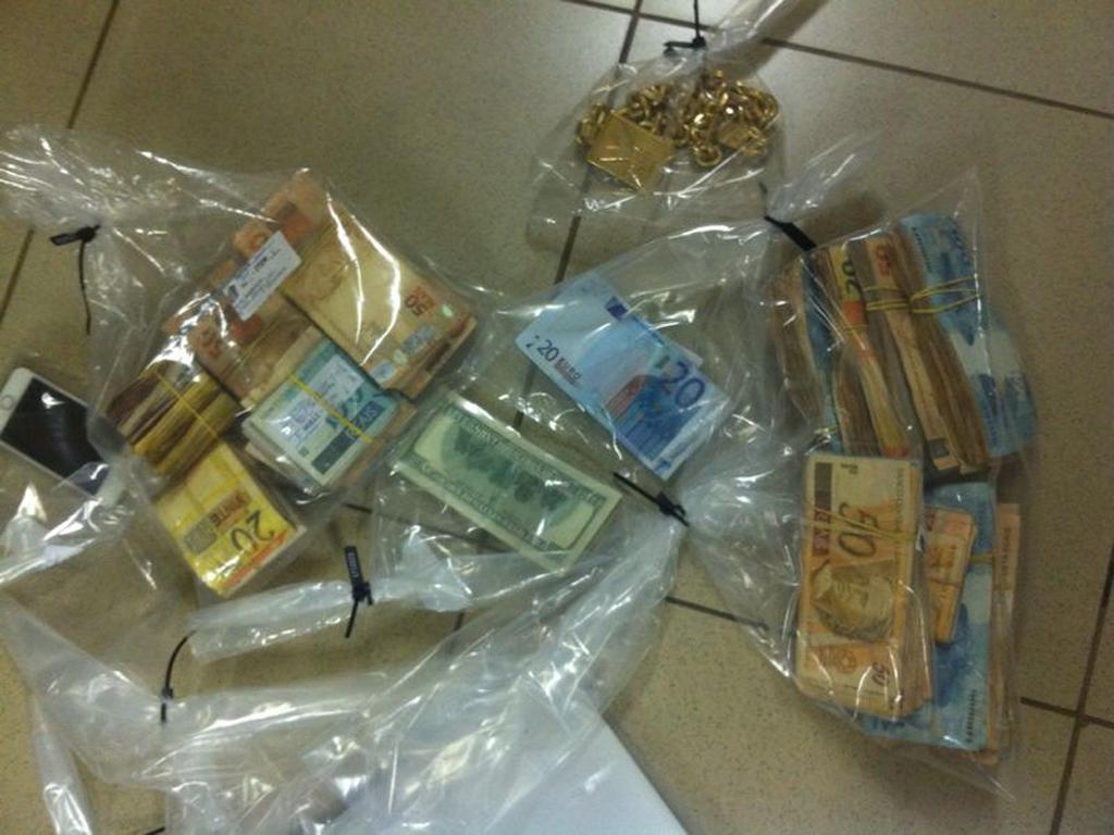 Polícia Federal apreendeu grande quantidade de dinheiro e joias durante operação