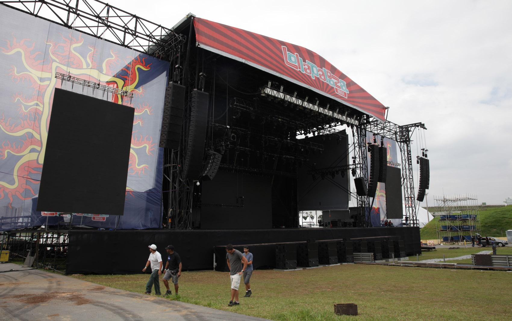Palco principal do Lollapalooza 2014, no Autódromo de Interlagos, em SP, nesta quinta-feira (3). O evento acontece no sábado (5) e domingo (6)