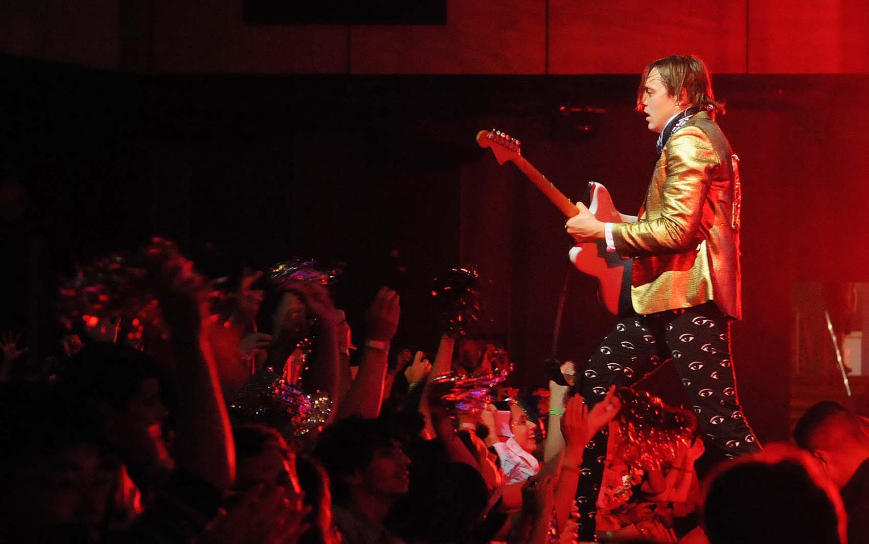 Banda de indie rock levantou o público na Barra da Tijuca nesta sexta-feira (4).
