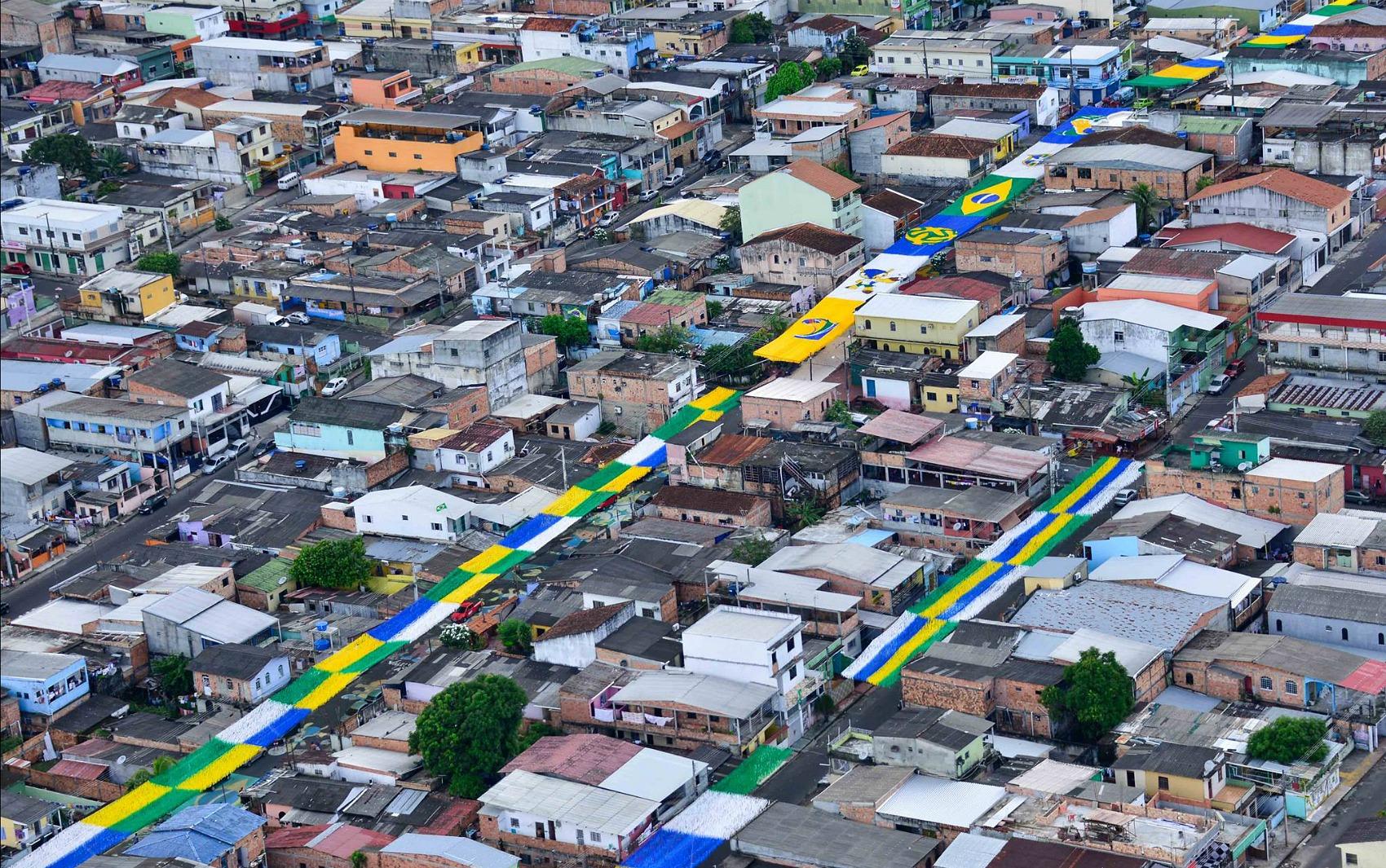 Foto aérea mostra decoração da rua na Alvorada