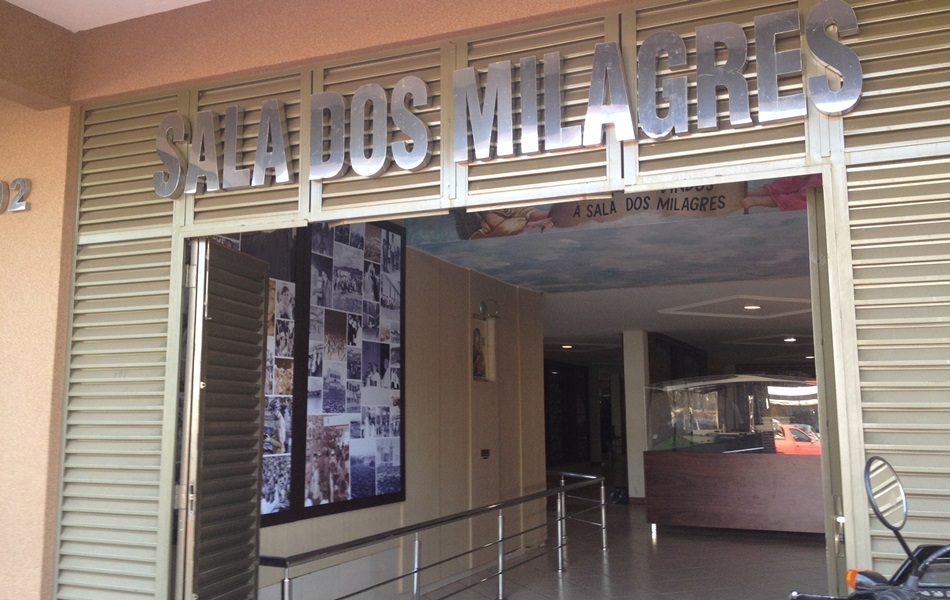 Sala dos Milagres guarda milhares de objetos deixados por romeiros