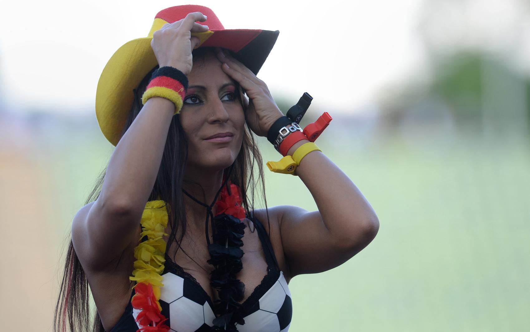 13/7 - Torcedora alemã curte a final da Copa em Munique