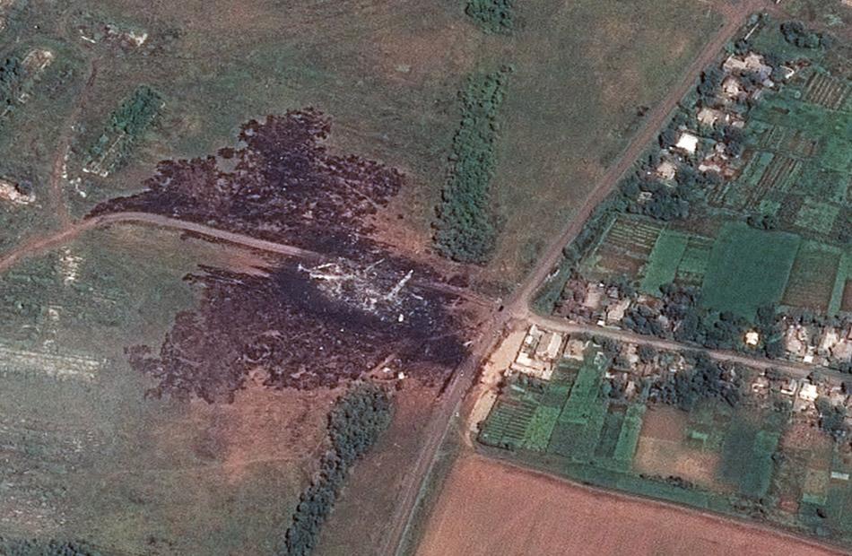 Uma imagem de satélite que mostra o local principal da queda do voo MH17 da Malaysia Airlines, perto de Hrabove, na Ucrânia foi divulgada nesta segunda-feira (21)