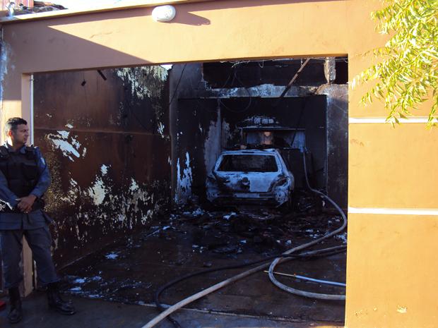 Avião cai em cima de casa e mata cinco em Balsas, MA