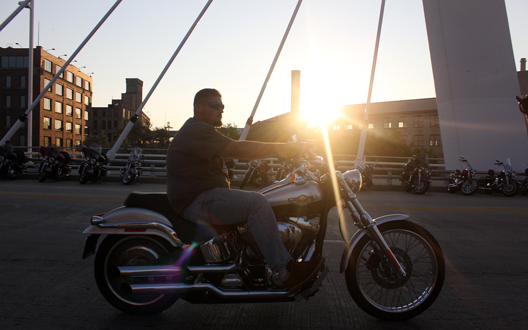 Nos Estados Unidos, existem estados nos quais não é obrigatório usar capacete para andar de moto