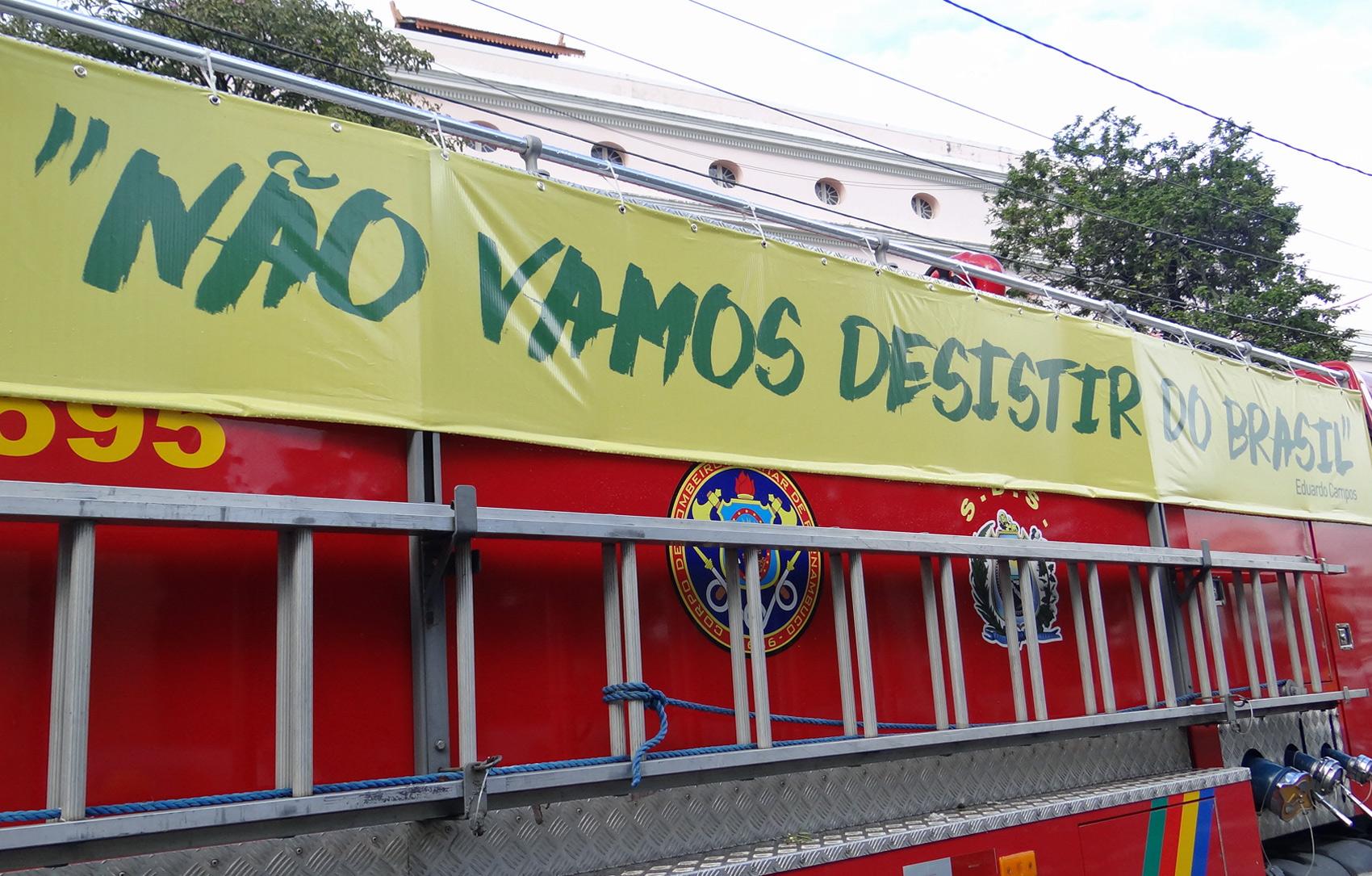 Frase 'Não vamos desistir do Brasil' foi uma das últimas frases ditas por Eduardo Campos no Jornal Nacional na última terça-feira (12)