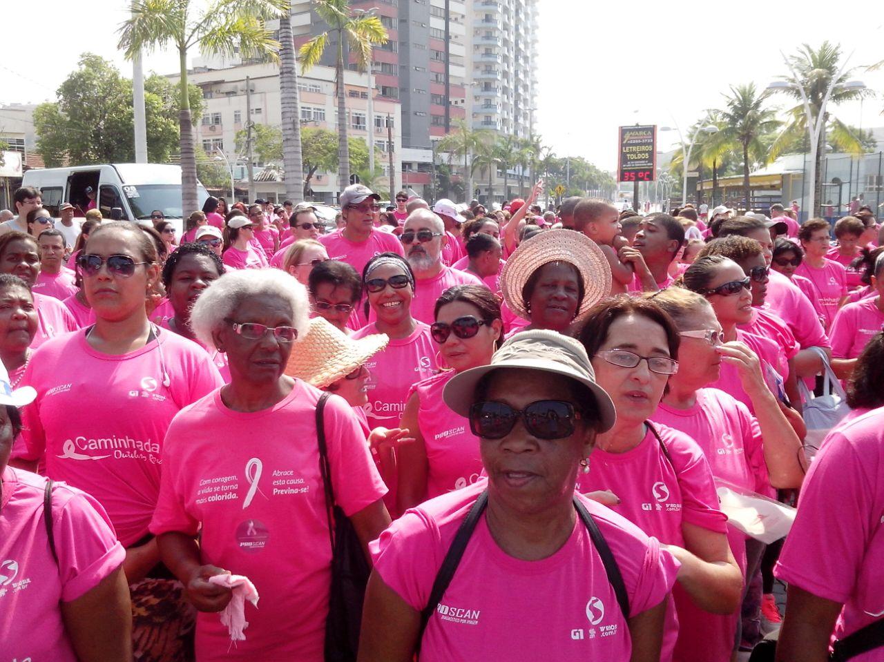 Evento reuniu centenas de pessoas na manhã deste domingo (19)