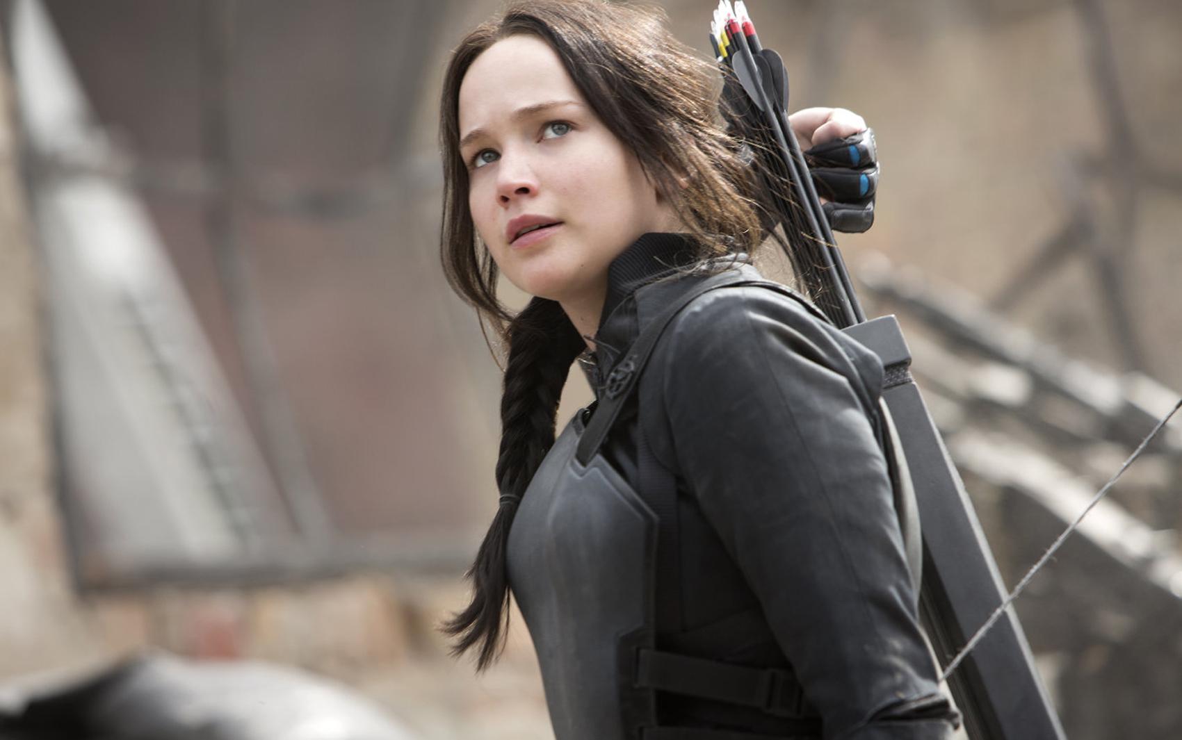 Jennifer Lawrence em cena de 'Jogos vorazes: A esperança - Parte 1', que estreia nesta quarta-fera (19). É a primeira parte do encerramento da saga
