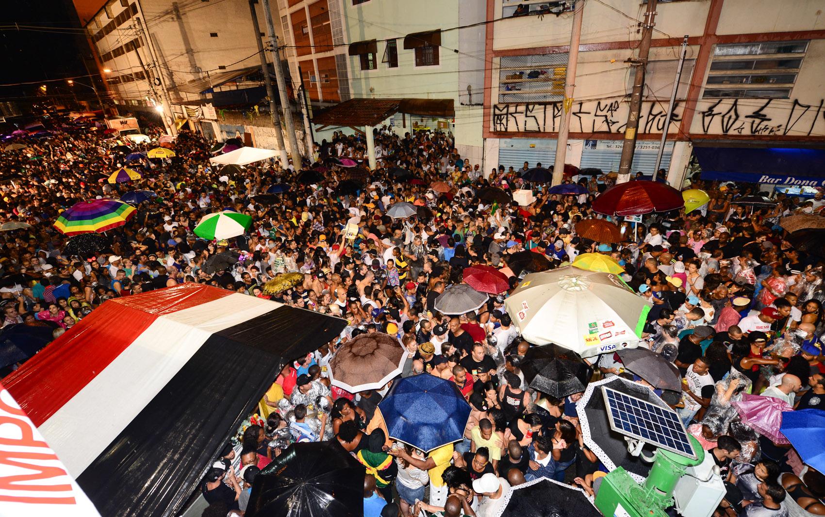Festa da Vai-Vai enche as ruas do Bixiga