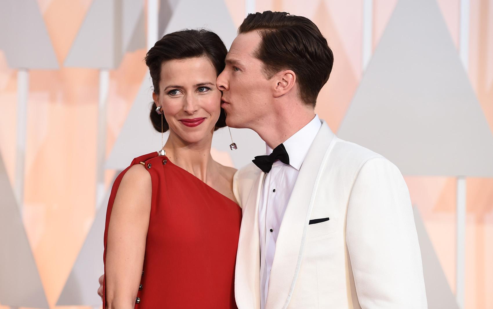 Benedict Cumberbatch e sua mulher Sophie Hunter chegam à cerimônia do Oscar 2015