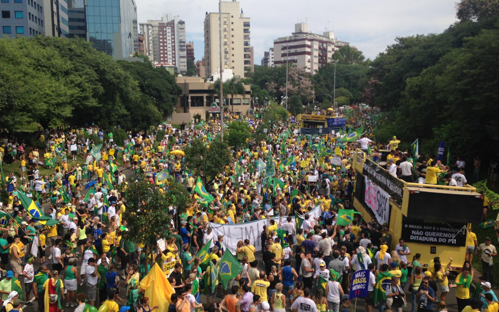 Grupo se concentra na Avenida Goethe, ao lado do Parcão, em Porto Alegre.