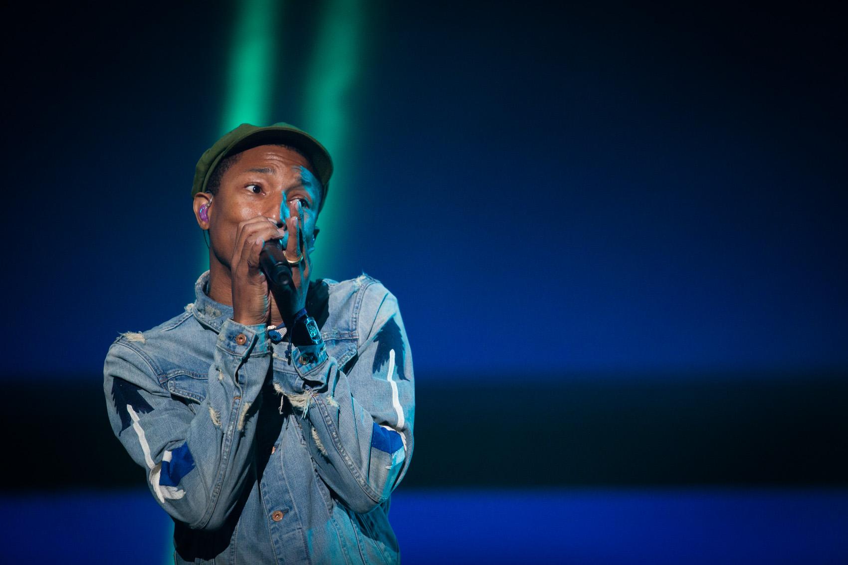 Pharrell canta no show de encerramento do palco principal do Lollapalooza