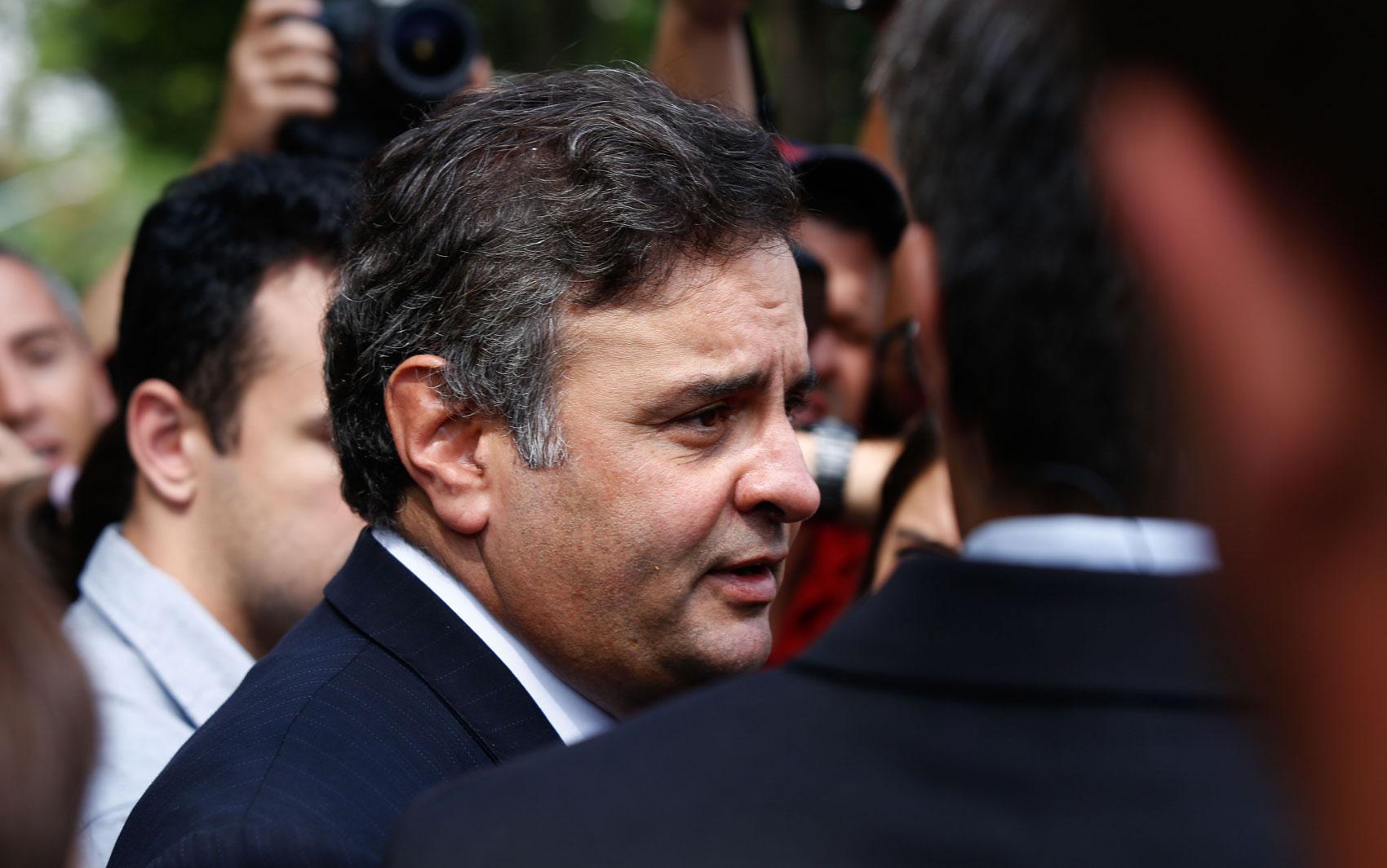 O presidente nacional do PSDB, senador Aécio Neves, esteve no velório de Thomaz Alckmin.