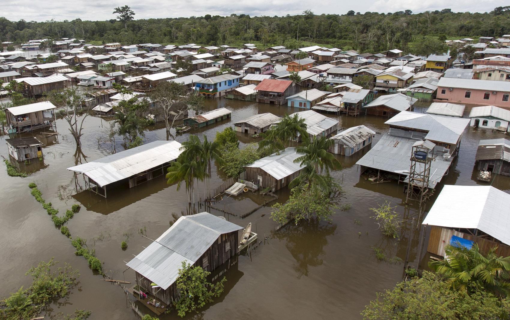 Vista da cidade alagada pela cheia do Rio Solimões, uma das ramificaçõse do Rio Amazonas, em Anamã. De acordo com a defesa civil mais de 237 mil pessoas foram afetaads pelas chuvas em todo o estado