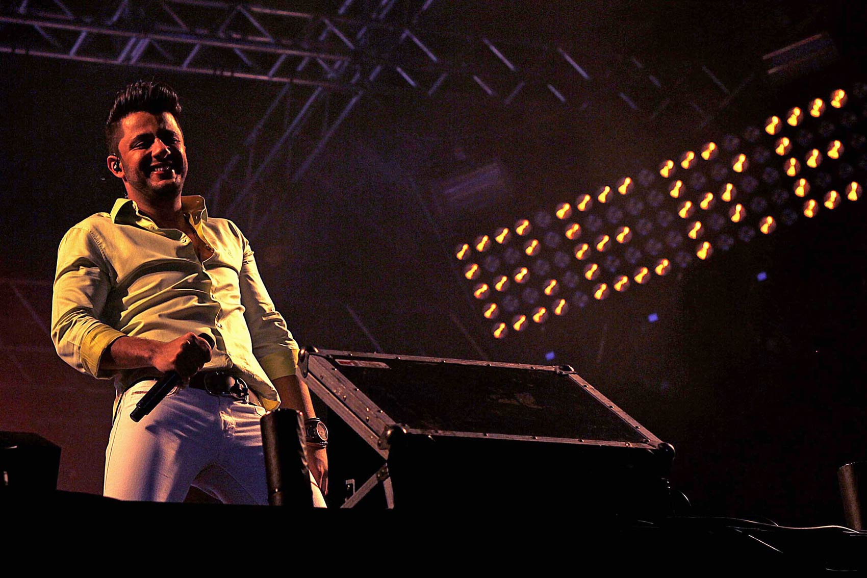 O cantor Cristiano Araújo se apresenta na Expovel, no município de Cascavel (PR), em novembro de 2013