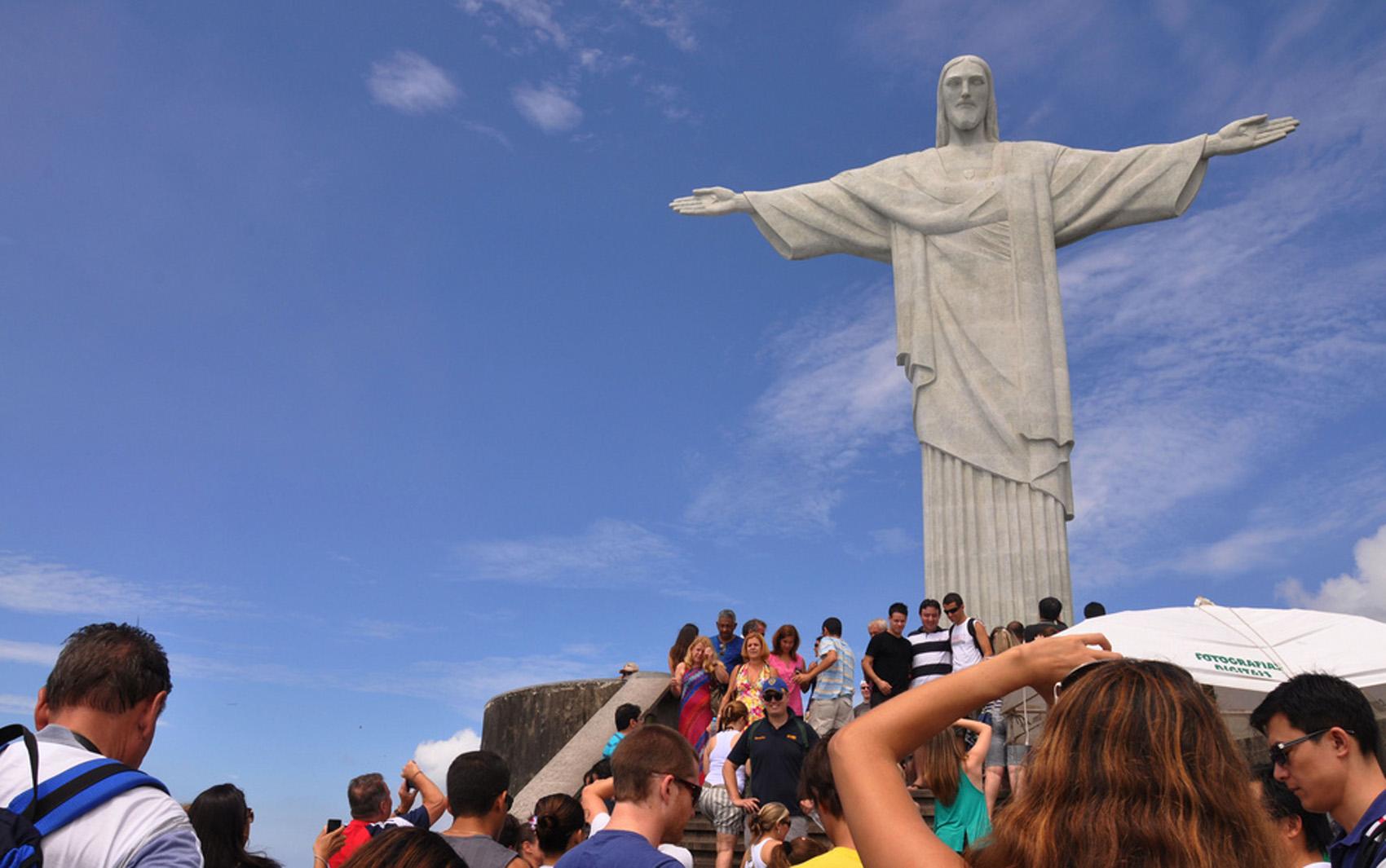 A estátua do Cristo Redentor é considerada uma das maravilhas do mundo moderno.