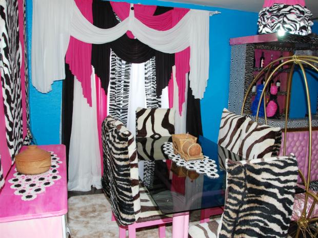 Decoracao Sala Zebra ~ decoracao sala zebraMesa da sala de jantar foi pintada de rosa e