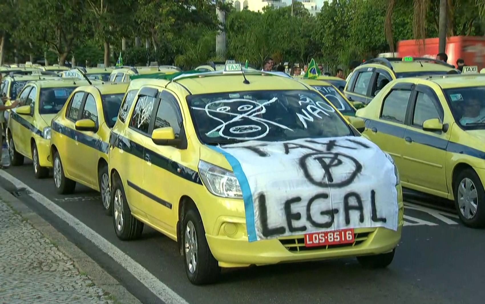 Protesto contra o aplicativo Uber deixar o trânsito lento em várias regiões do Rio