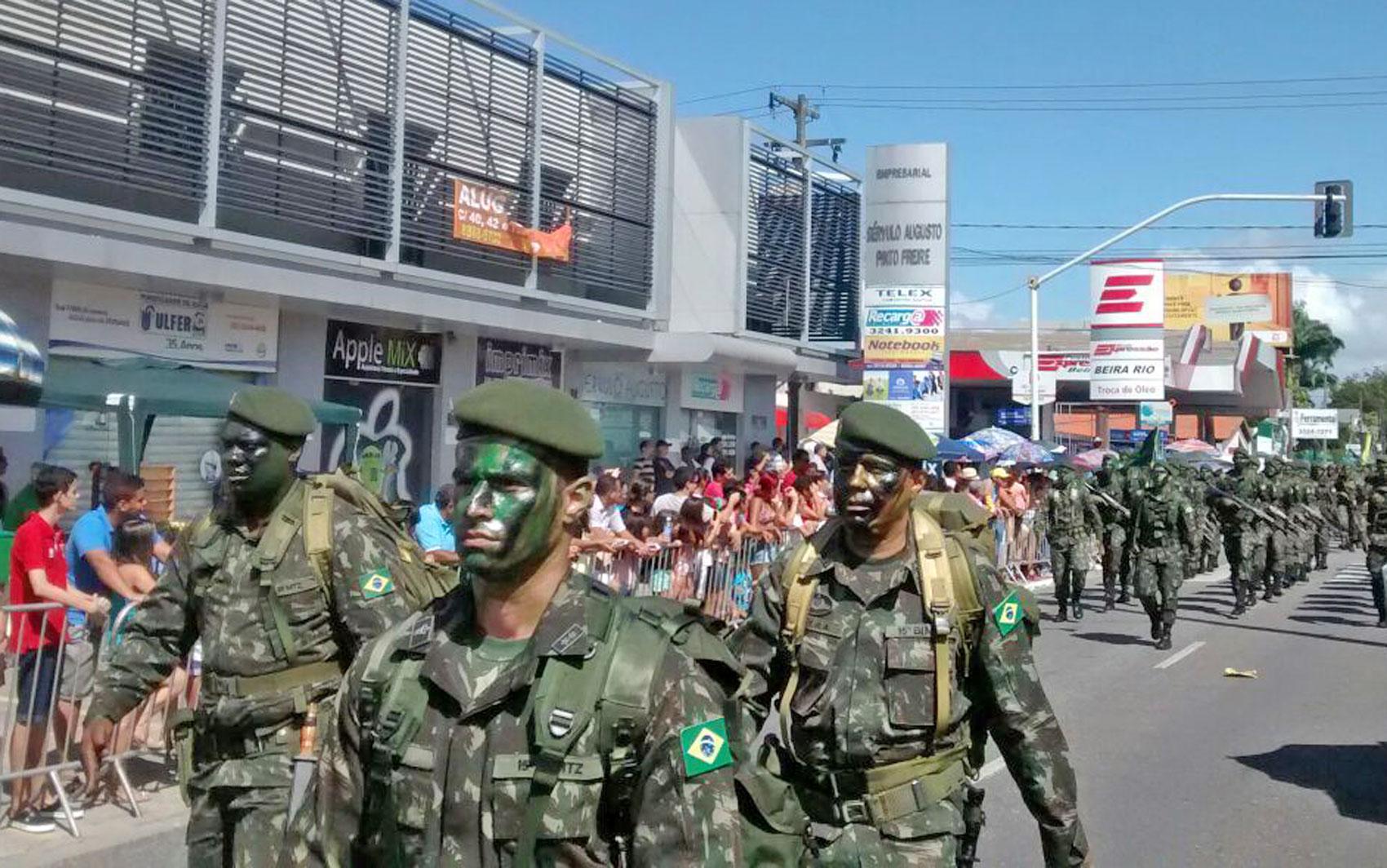 Tropas das Forças Armadas Brasileiras participaram do desfile pelas ruas de João Pessoa