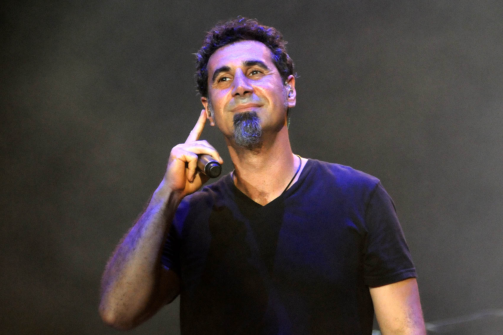 Em entrevista para a Billboard, Serj Tankian fala sobre seus projetos, paternidade e política