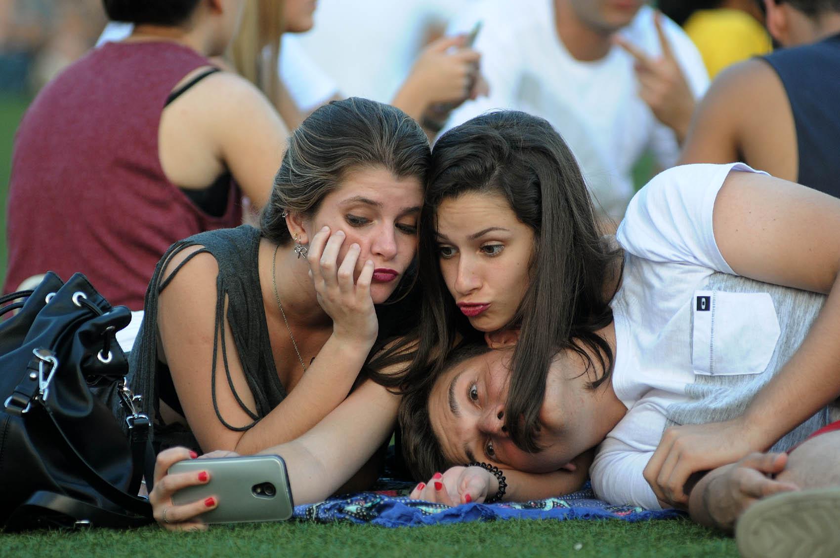 Público faz selfie no último dia de Rock in Rio