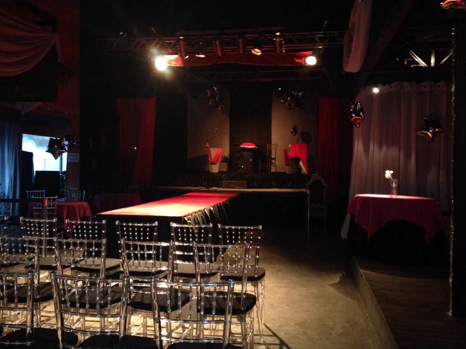 Antes das 20h, o local já estava pronto, esperando o público e as candidatas