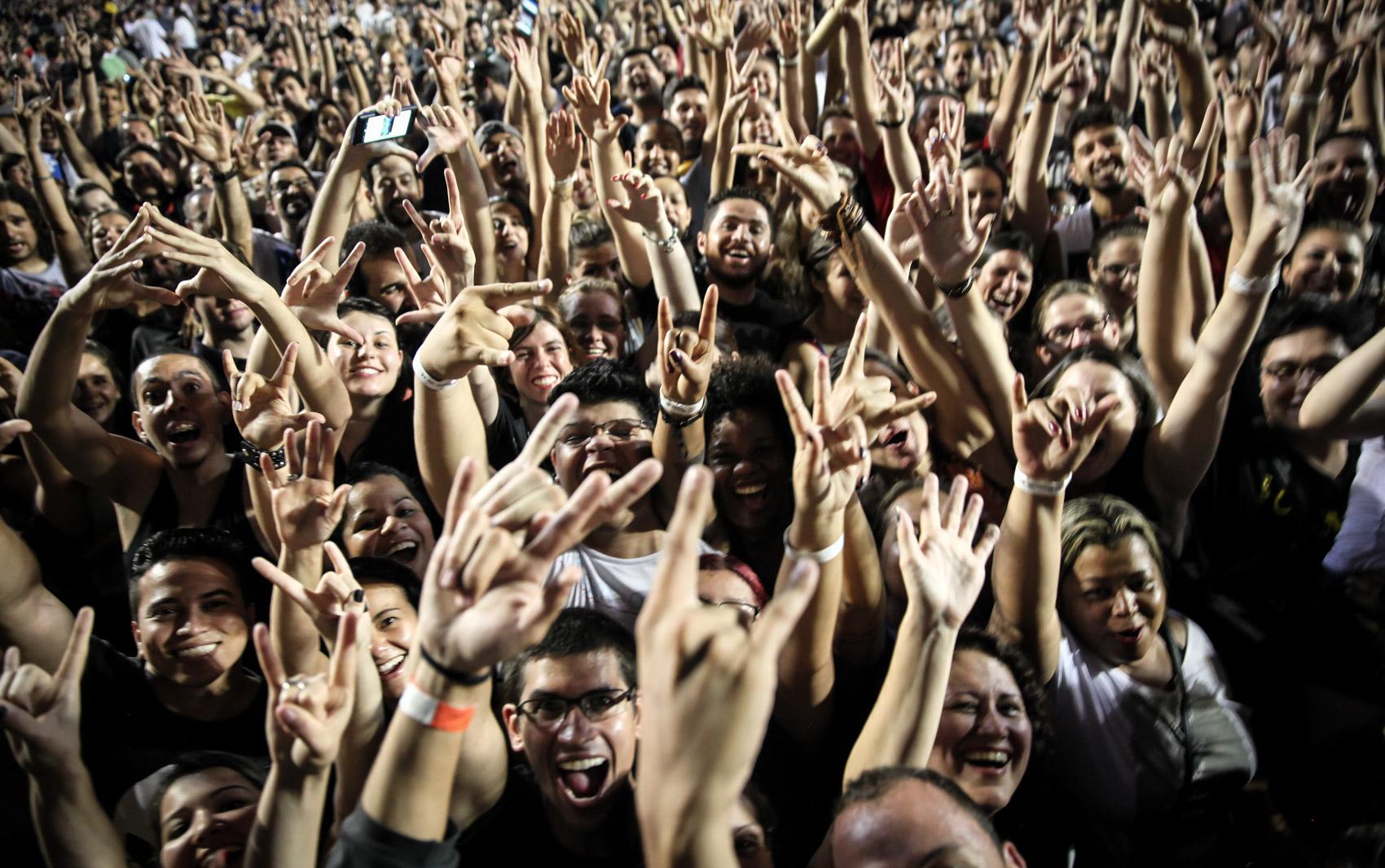 Pearl Jam se apresenta diante de milhares de pessoas que encheram a pista e as arquibancadas do Estádio do Morumbi, na Zona Sul de São Paulo