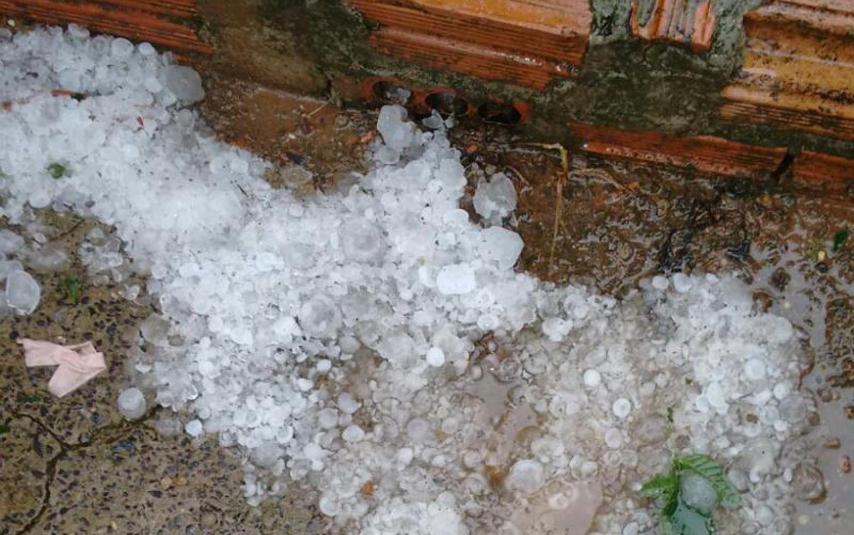 #62412B de andrade arquivo pessoal granizo caiu em chuva que durou cerca de 10  420 Janelas De Vidros Gabriel Diniz